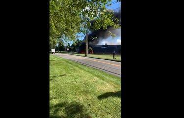 Pesawat Tabrak Gedung, Pilot dan Penumpang Tewas