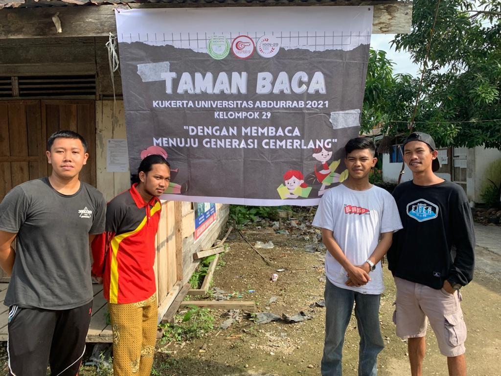 Mahasiswa KKN Universitas Abdurrab Dirikan Taman Baca di Tekulai Hulu, Tanah Merah