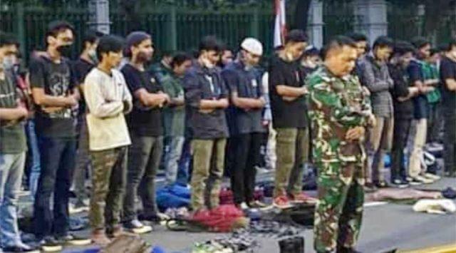 Jadi Imam Shalat Pendemo, Mayor Jenderal TNI Dudung Dipuji PKS