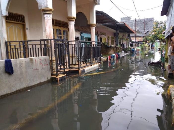 Permukiman Warga di Medan Terendam Banjir Lebih dari Sebulan Dikarenakan Drainase Rusak