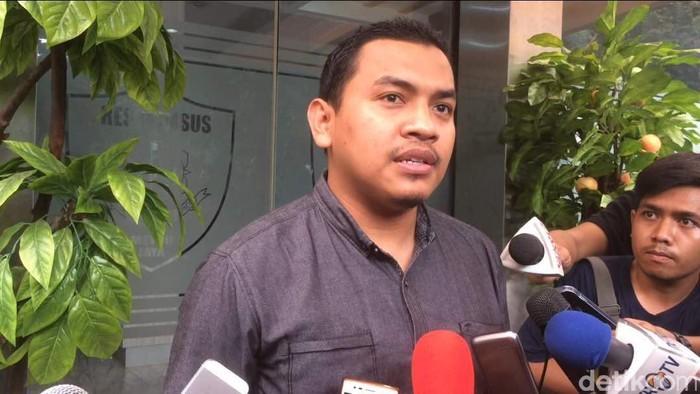 Pangdam Jaya Perintahkan Cabut Baliho HRS, FPI: Bingung, TNI Kok Urus Itu