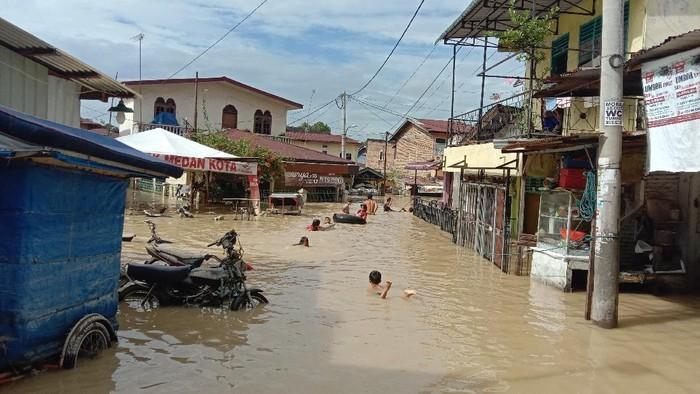 Sudah 2 Hari Banjir di Medan Belum Surut, Warga Masih Mengungsi
