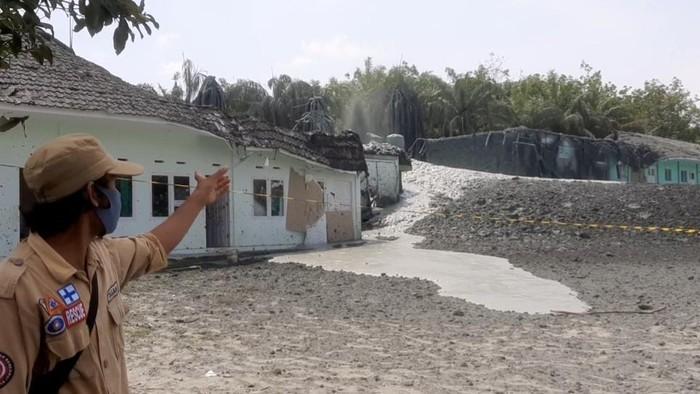 Semburan Gas di Ponpes Pekanbaru Makin Besar, Atap Gedung Runtuh