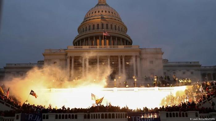 massa-pendukung-trump-serbu-gedung-capitol-pengamat-ini-pengkhianatan.jpeg