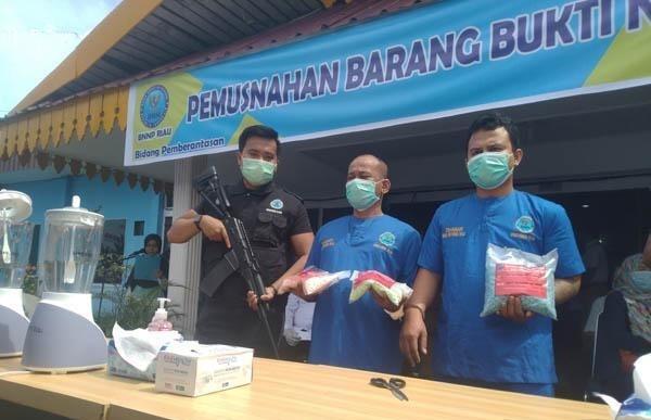 Lagi, Napi Jadi Pengendali Ribuan Pil Ekstasi, BNNP Riau Jemput Seorang Napi dari Lapas Pekanbaru